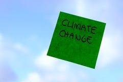Klimatförändring global uppvärmningbegrepp, postar det anmärkningen, miljö Arkivfoton