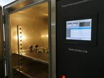 Klimatyczna sala dla środowiskowych testów elektroniczni produkty obrazy stock