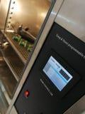 Klimatyczna sala dla środowiskowych testów elektroniczni produkty fotografia royalty free