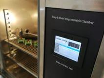 Klimatyczna sala dla środowiskowych testów elektroniczni produkty obrazy royalty free