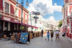 Klimentovsky车道看法在莫斯科在晴天 免版税库存照片