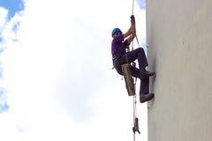 Klimmer op wolkenkrabber royalty-vrije stock fotografie