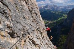 Klimmers die op Brigata Tridentina beklimmen stock foto