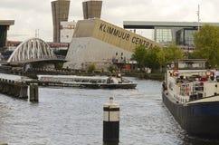 Klimmuur Centraal in Amsterdam, Nederland Royalty-vrije Stock Afbeelding