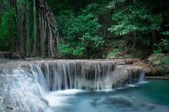 Klimpern Sie Landschaft mit Erawan-Wasserfall Kanchanaburi, Thailand Stockbild