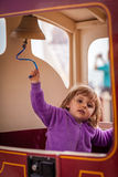 Klingeln einer Zugglocke Stockbilder