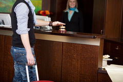 Klingelnglocke des Kostüms am Hotelzähler lizenzfreie stockbilder