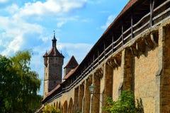Klingen塔,其中一个在Rothenburg ob der陶伯的城堡门 免版税库存图片