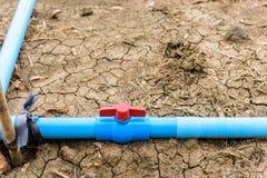 Klingeryt drymby wody klapa na ziemi Obrazy Royalty Free