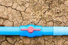 Klingeryt drymby wody klapa na ziemi Zdjęcia Stock