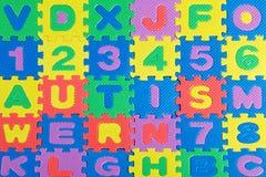 Klingeryt zabawka pisze list literować słowo autyzm obraz stock