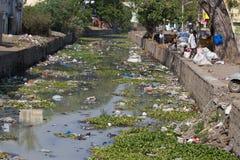 Klingeryt zanieczyszczający rzeczny India, tamil nadu Zdjęcia Stock