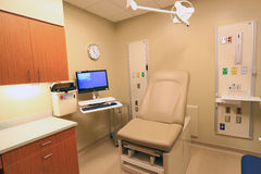 Klinik-medizinische Prüfungs-Raum Stockbild