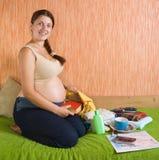kliniken får maternity den gravida klara kvinnan Royaltyfri Fotografi