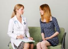 klinikkonsultation fotografering för bildbyråer