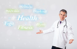 Klinisk doktor som pekar till hälso- och konditionsamlingen av wor Arkivfoto
