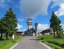 Klinovec, la colina más alta de las montañas del mineral y x28; Checo Republic& x29; Fotografía de archivo