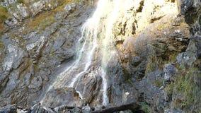 klinserfall Wasserfall in Totalisatoren gebirge stock video footage