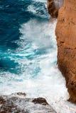 Klip in Cabo DE Sao Vicente dichtbij Sagres stock afbeelding
