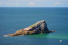 Klip in kust in Bretagne, Frankrijk Stock Afbeeldingen