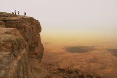 Klip over de krater van Ramon. Stock Foto