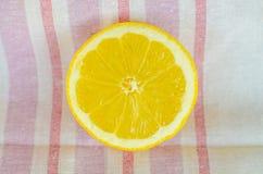 Klipp citronen Royaltyfri Bild