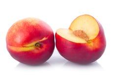klipp den nya frukter isolerade persikan Fotografering för Bildbyråer