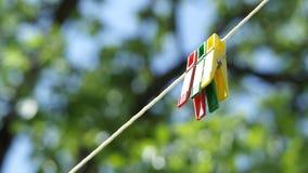 Klipp, die am Seil hängen Lizenzfreie Stockfotos