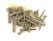 klipp durkhard spikar sawdust royaltyfri foto