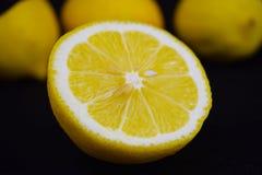 Klipp en ny citron royaltyfri bild