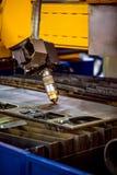 Klipp för CNC-laser-plasma av metall, modern industriell teknologi Royaltyfri Fotografi