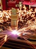 Klipp för CNC-laser-plasma av metall, modern industriell teknologi royaltyfria foton