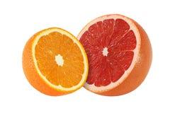 Klipp grapefrukten, och apelsinen bär frukt på vit bakgrund Royaltyfri Bild