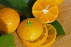 Klipp in i skivor av fruktkumquaten Fotografering för Bildbyråer