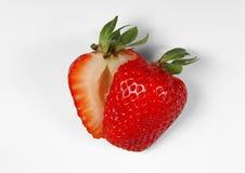 klipp jordgubben Fotografering för Bildbyråer