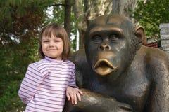 Klipp lilla flickan på zoo Royaltyfria Foton