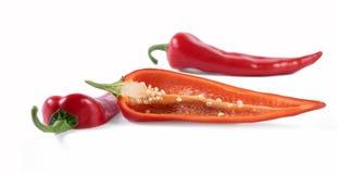 Klipp röda peppar på en vit bakgrund Arkivfoto