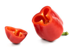 Klipp röda söta peppar som isoleras på vit bakgrund arkivbilder