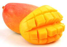 klipp skivade kvinnan för fruktfruktmango uppvisningen Royaltyfri Bild