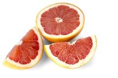 Klipp skivor av grapefrukten Arkivfoton
