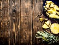 Klipp stycken av ananas Royaltyfri Fotografi