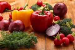 klipp tre tomater två grönsaker Royaltyfria Foton