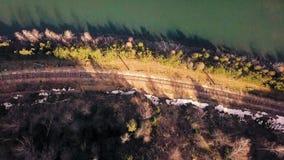 Klippa över floden lager videofilmer