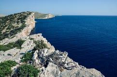 Klippa i nationalparken Kornati i Kroatien Arkivfoton