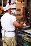 Klippa kebaben i en Istanbul gata fotografering för bildbyråer
