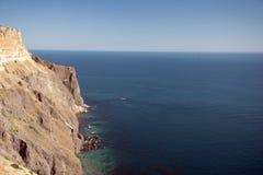 Klippa längs ett hav Royaltyfri Fotografi