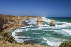 Klippa med havet Arkivbilder