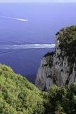 Klippa nära Neptungrottan Arkivbild