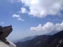 Klippa och berg i Himachal Pradesh Royaltyfri Foto