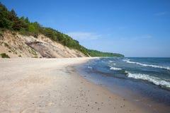 Klippa och strand på Östersjön i Chlapowo Fotografering för Bildbyråer